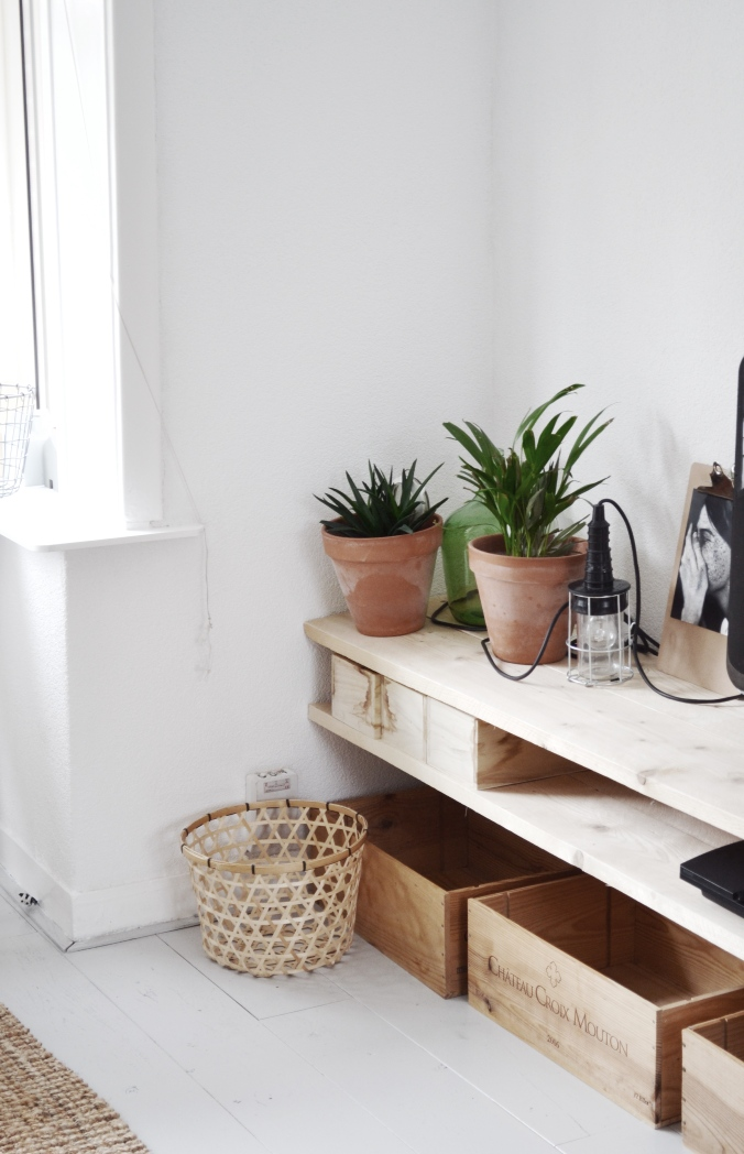 Houten diy tv kast met planten