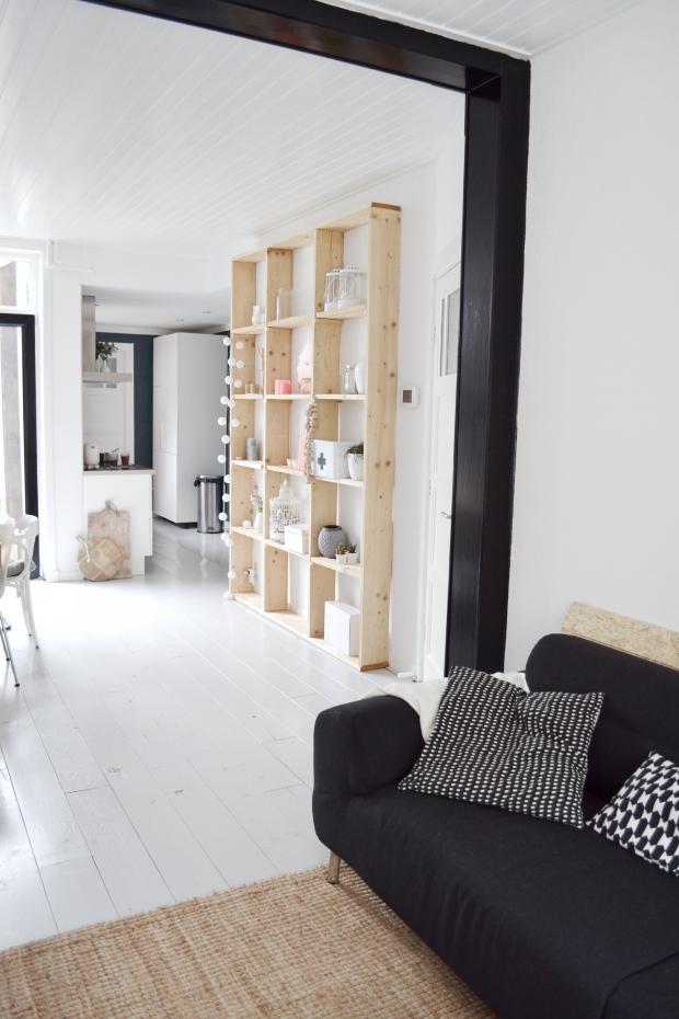 Happy new home koekjes en liefdadigheid - Zwarte muur in de woonkamer ...