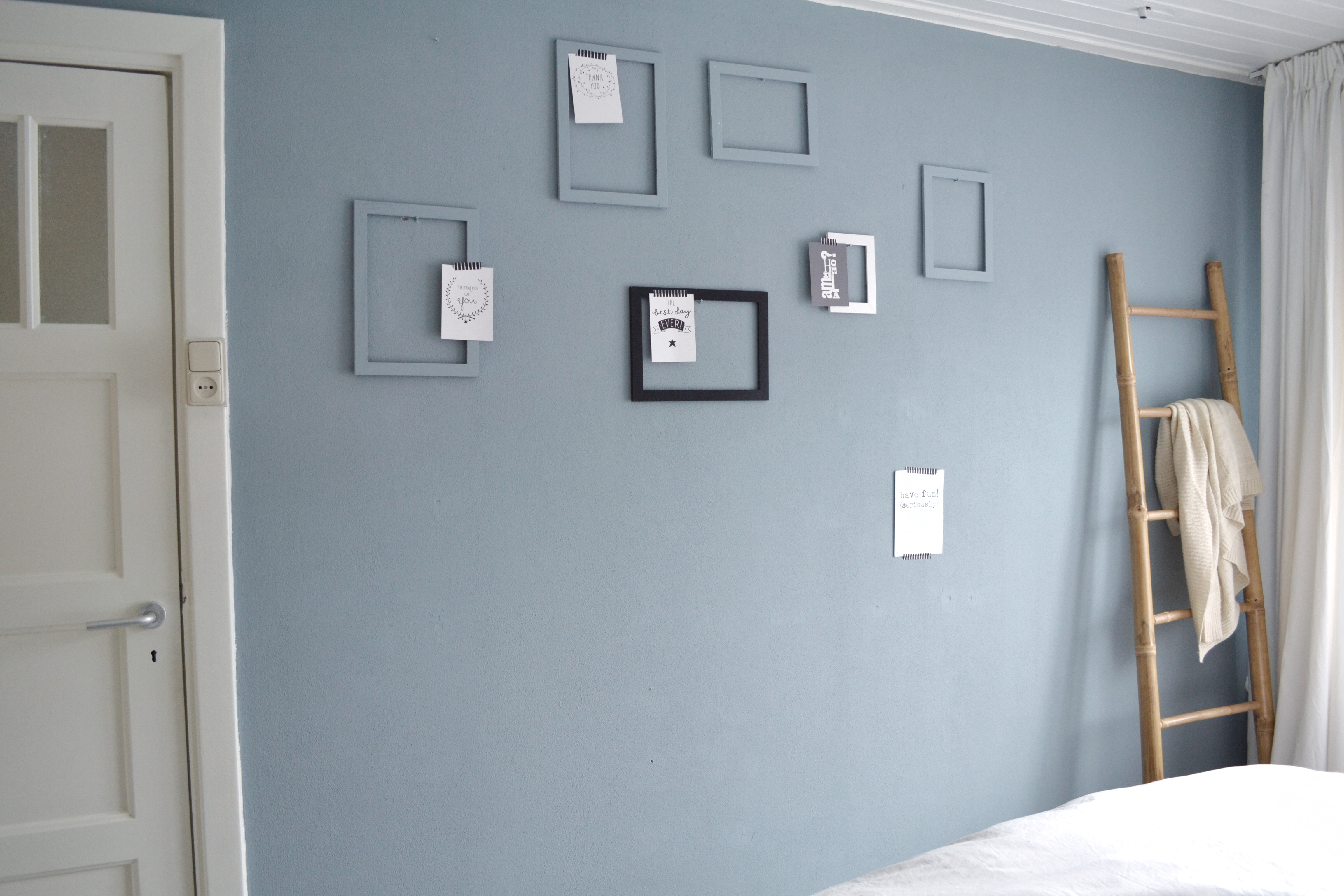 Gele Muur Slaapkamer : Mooie kleur grijs op de muur